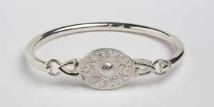 Warrior Shield Oval Bangle WB8