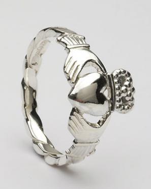 Ladies Claddagh Ring Twisted Shank CLAD19