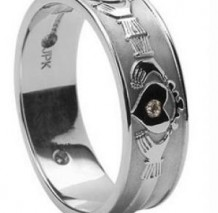 Mens Claddagh Diamond Set Band WED4