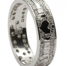 Mens Diamond Pavee Claddagh Band WED6